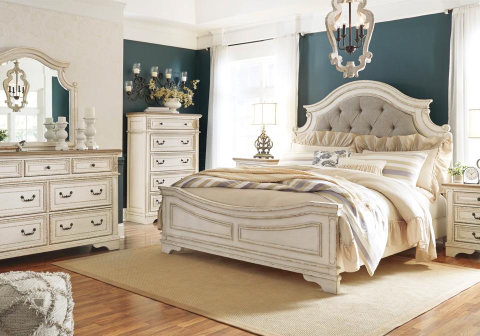 Realyn Two Tone Queen Panel Bedroom Set Evansville